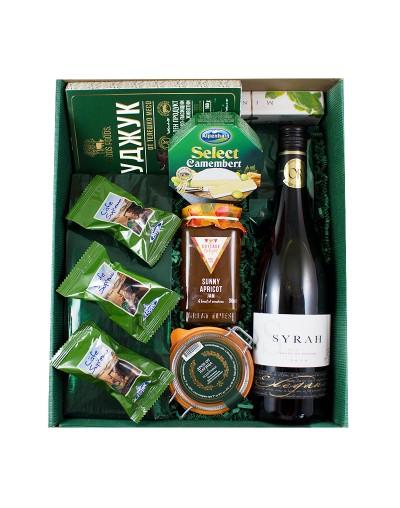 Подарък в кутия с френско вино и деликатеси