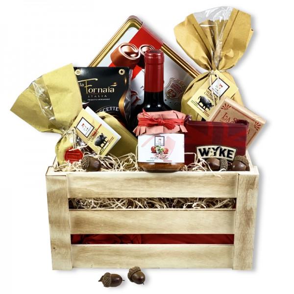 Дървена кутия с вино и деликатеси