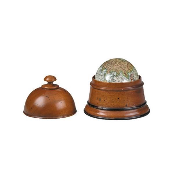 Глобус в дървена кутия