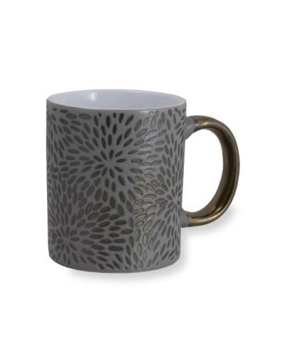Чаша със златна дръжка