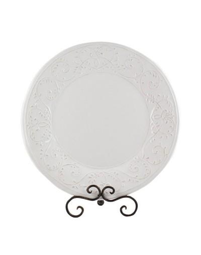 Бяла чиния с орнаменти