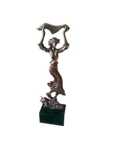 Авторска статуетка Българка с кърпа