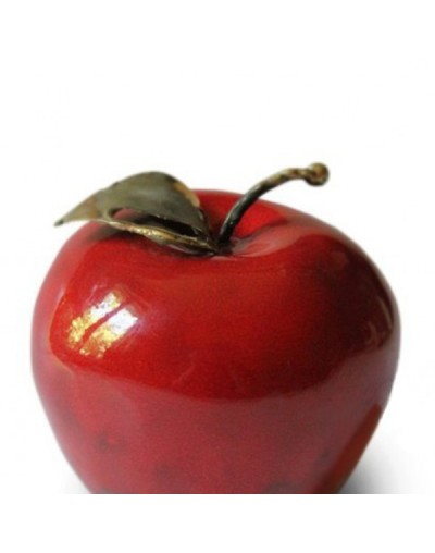 Декоративна червена ябълка